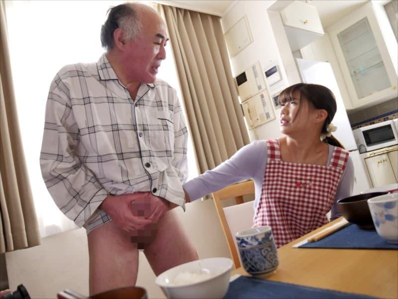 【介護士エロ画像】四つん這いで透けパンや胸チラしてるむっちりボディの介護士に興奮してジジィが寝取っちゃった介護士のエロ画像集!ww【80枚】 48