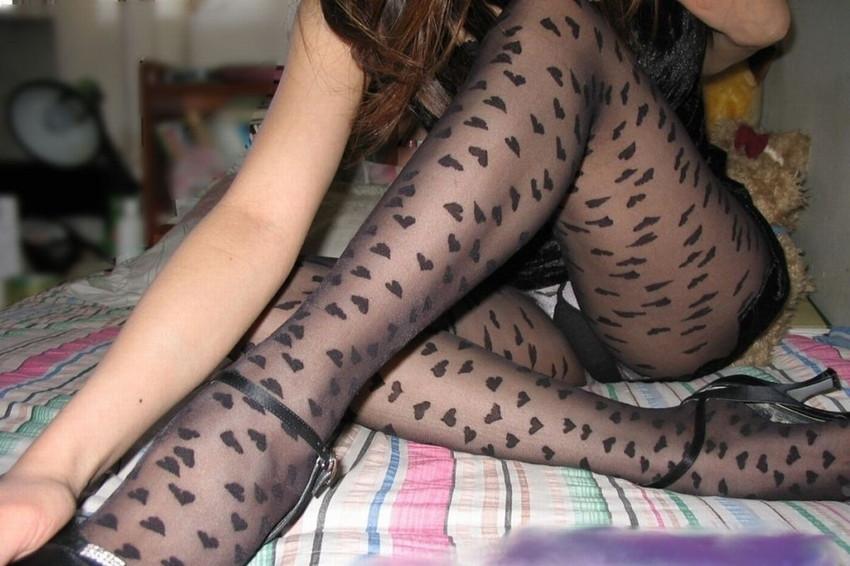【柄タイツエロ画像】美脚をセクシーに際立てくれる模様入のタイツやパンストで誘惑してくれてる柄タイツのエロ画像集!ww【80枚】 18