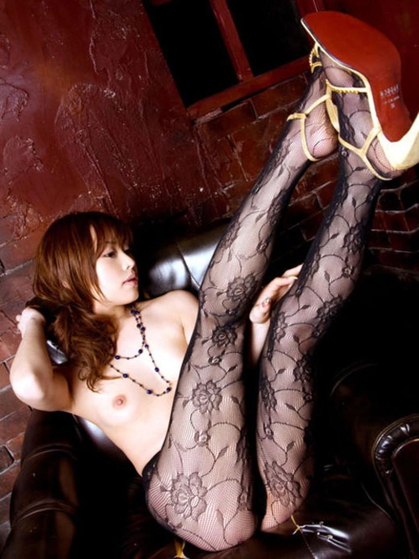 【柄タイツエロ画像】美脚をセクシーに際立てくれる模様入のタイツやパンストで誘惑してくれてる柄タイツのエロ画像集!ww【80枚】 44