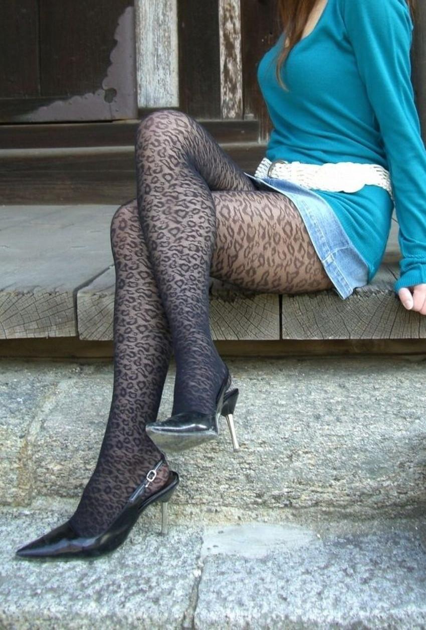 【柄タイツエロ画像】美脚をセクシーに際立てくれる模様入のタイツやパンストで誘惑してくれてる柄タイツのエロ画像集!ww【80枚】 59