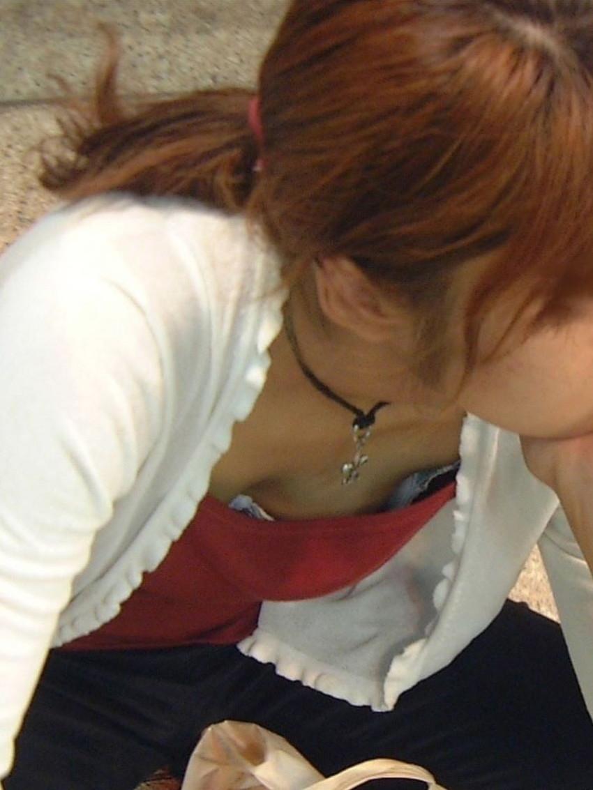 【ブラチラ盗撮エロ画像】素人女子の生々しいブラジャーがチラ見えした瞬間を隠し撮り!前屈み女性やノースリーブOLからブラが見えてるブラチラ盗撮のエロ画像集!ww【80枚】 48