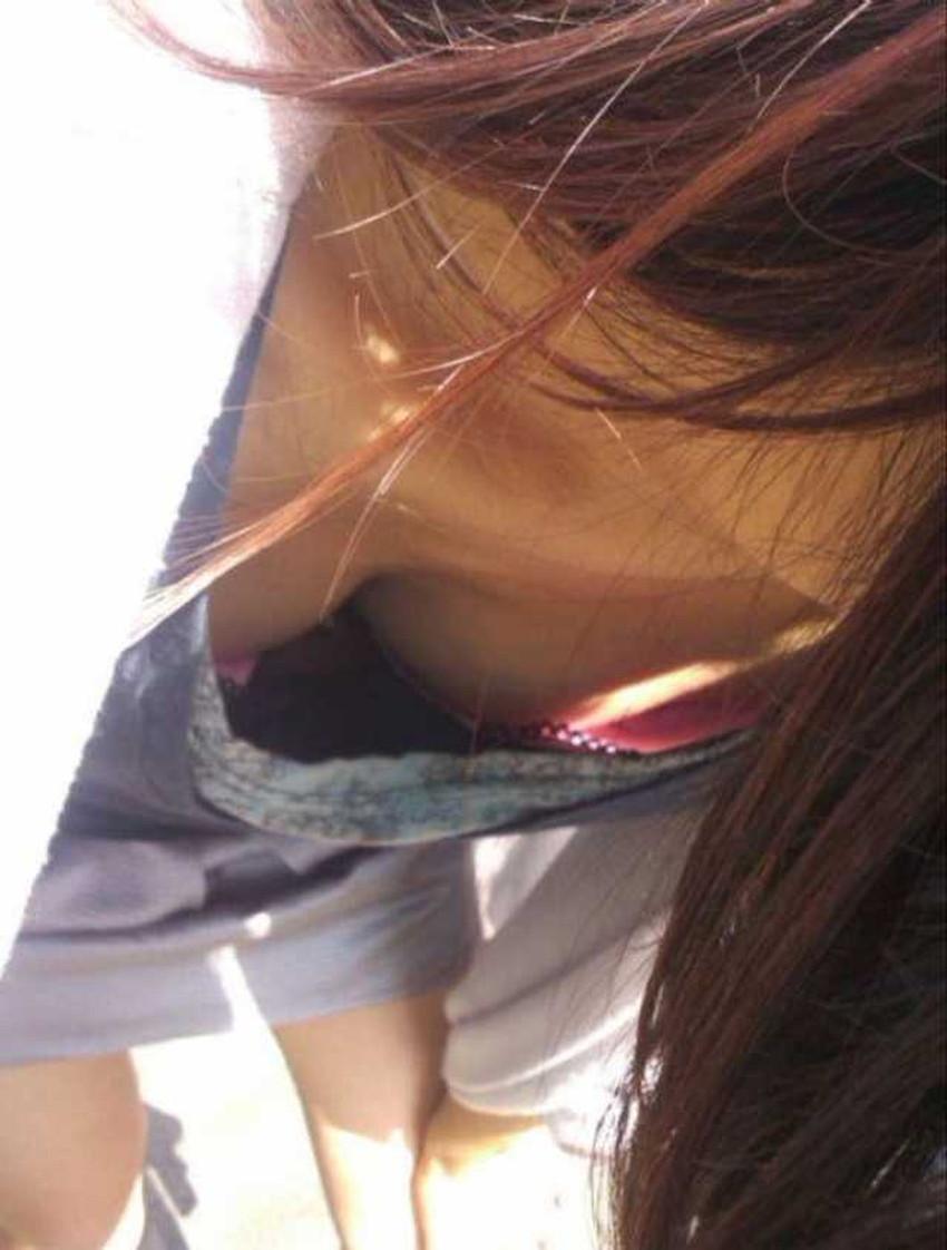 【ブラチラ盗撮エロ画像】素人女子の生々しいブラジャーがチラ見えした瞬間を隠し撮り!前屈み女性やノースリーブOLからブラが見えてるブラチラ盗撮のエロ画像集!ww【80枚】 64