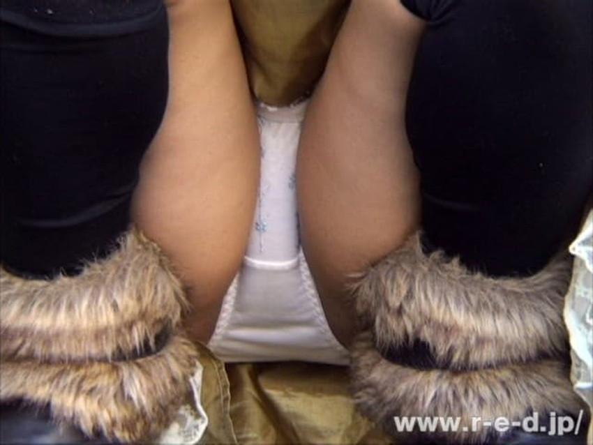 【しゃがみパンチラエロ画像】素人女性のしゃがんで見えるパンチラとふっくらモリマンが堪らないしゃがみパンチラのエロ画像集!ww【80枚】 48