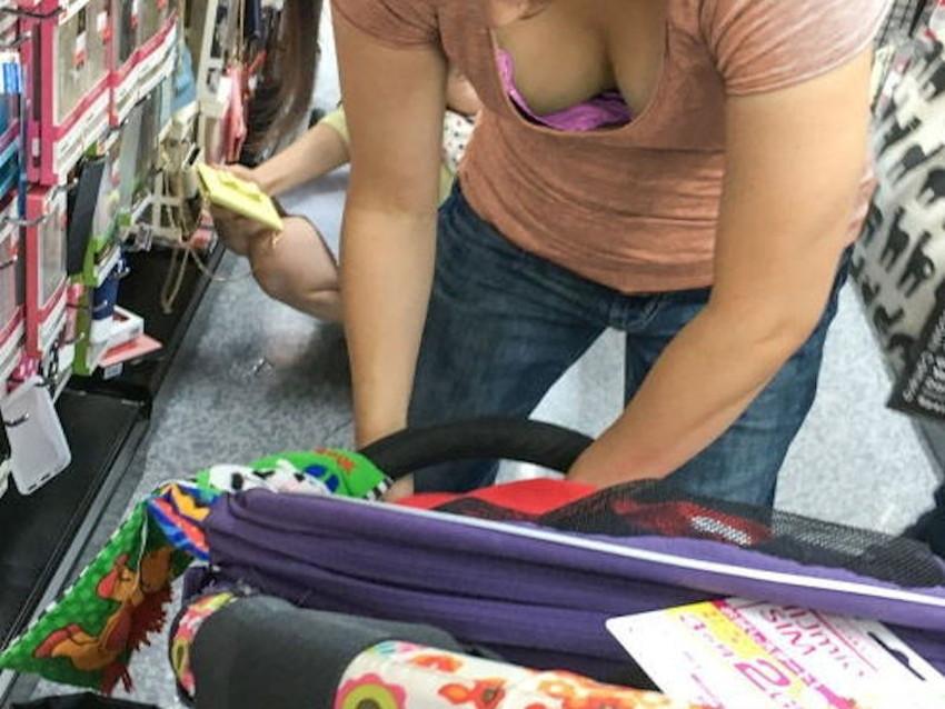 【巨乳盗撮エロ画像】デカパイ素人女子の着衣巨乳や胸チラを隠し撮りした巨乳盗撮のエロ画像集!ww【80枚】 11
