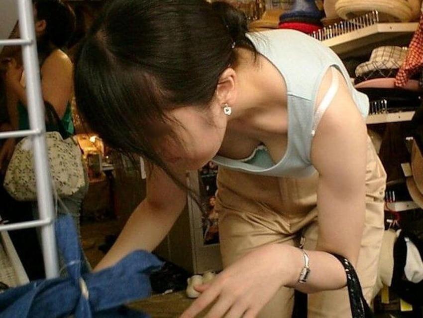 【巨乳盗撮エロ画像】デカパイ素人女子の着衣巨乳や胸チラを隠し撮りした巨乳盗撮のエロ画像集!ww【80枚】 24