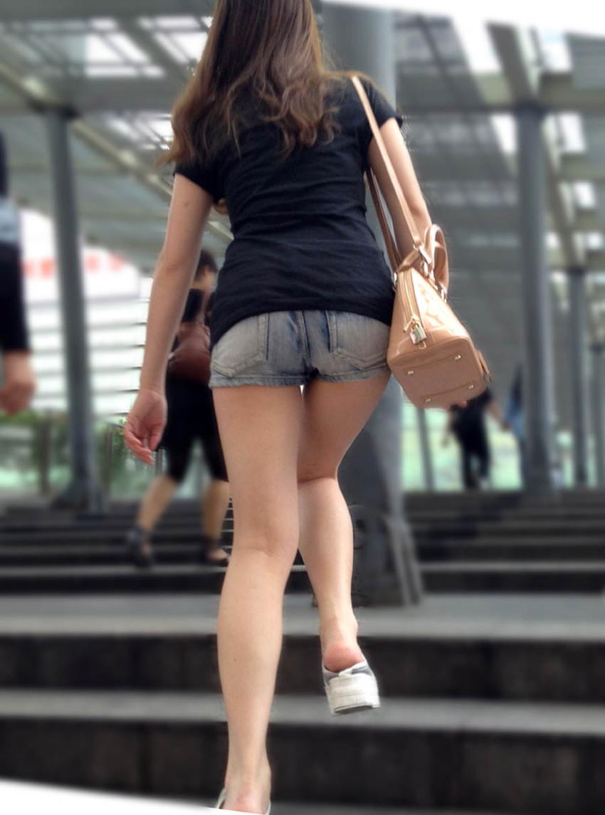 【生足女子エロ画像】ムチムチの太ももやふくらはぎがエロ過ぎる!パンスト無しで勝負する10代や20代の生足女子のエロ画像集!w【80枚】 27