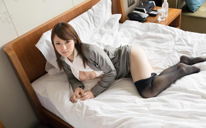 【スーツOLエロ画像】美人OLがお昼休みや外回り中にスーツのまま枕営業セックスしているスーツOLのエロ画像集!【80枚】 18