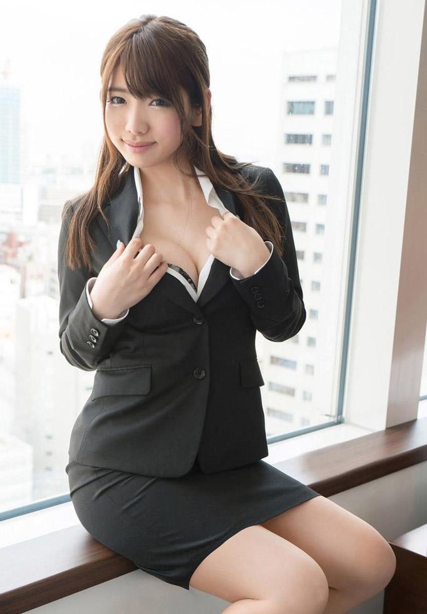 【スーツOLエロ画像】美人OLがお昼休みや外回り中にスーツのまま枕営業セックスしているスーツOLのエロ画像集!【80枚】 26