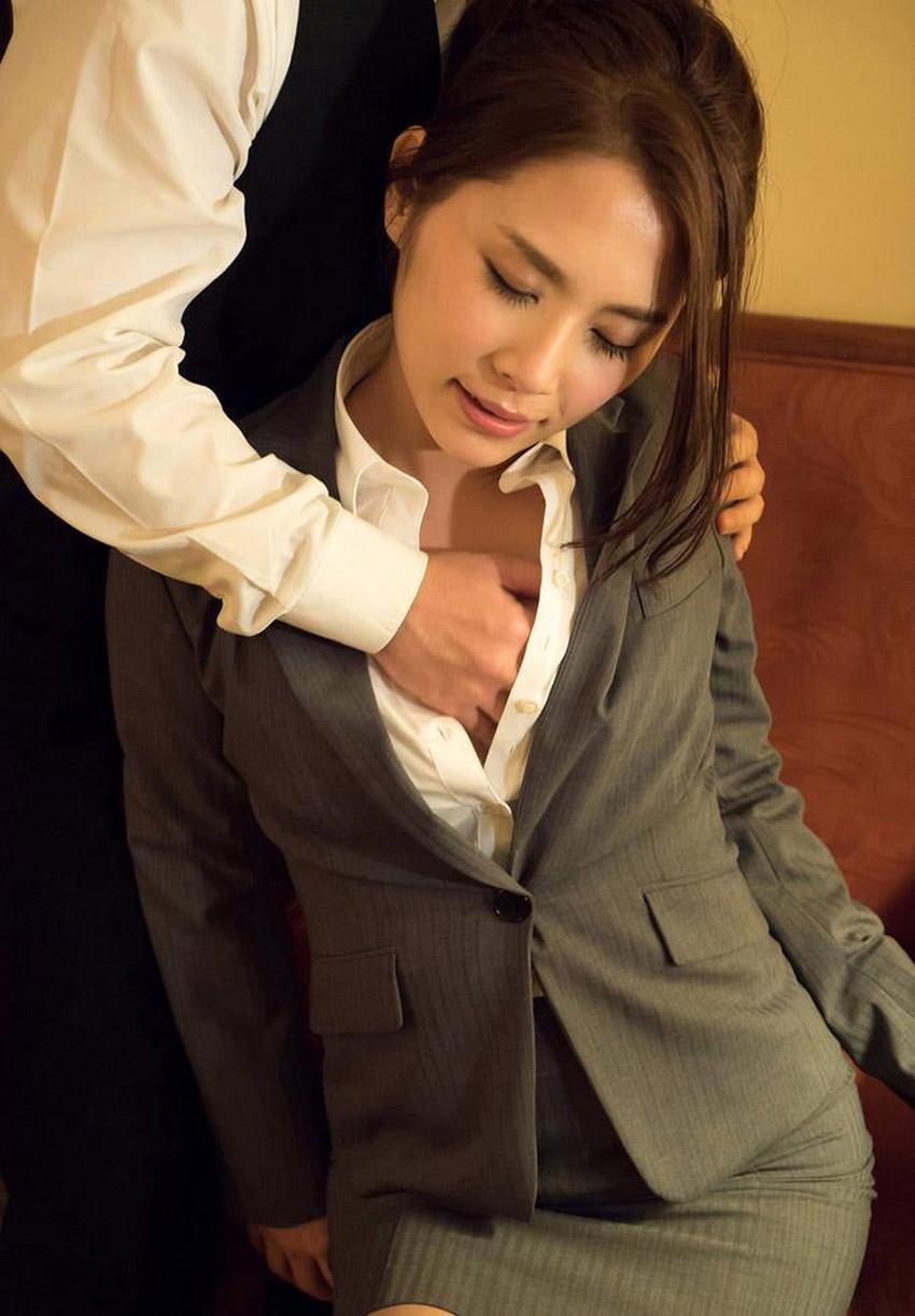 【スーツOLエロ画像】美人OLがお昼休みや外回り中にスーツのまま枕営業セックスしているスーツOLのエロ画像集!【80枚】 48