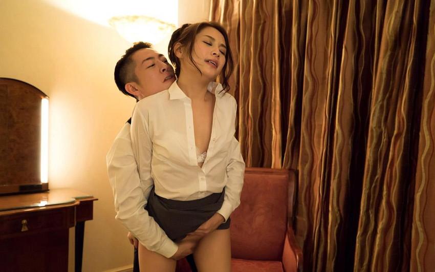 【スーツOLエロ画像】美人OLがお昼休みや外回り中にスーツのまま枕営業セックスしているスーツOLのエロ画像集!【80枚】 59