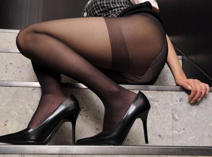 【黒ストッキング】むっちり太ももや美脚がうっすら透ける黒ストッキングの女性と戯れたくなる黒ストッキングのエロ画像集!【80枚】 11