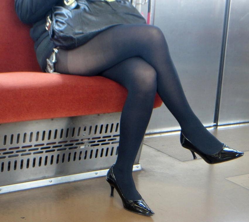 【黒ストッキング】むっちり太ももや美脚がうっすら透ける黒ストッキングの女性と戯れたくなる黒ストッキングのエロ画像集!【80枚】 28