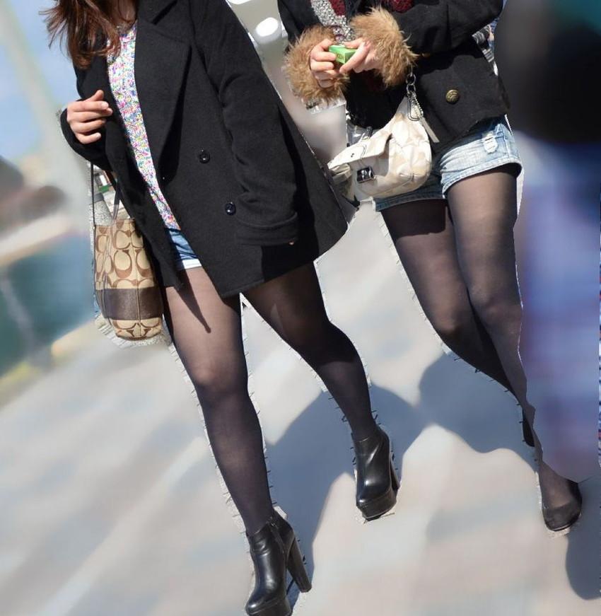 【黒ストッキング】むっちり太ももや美脚がうっすら透ける黒ストッキングの女性と戯れたくなる黒ストッキングのエロ画像集!【80枚】 34