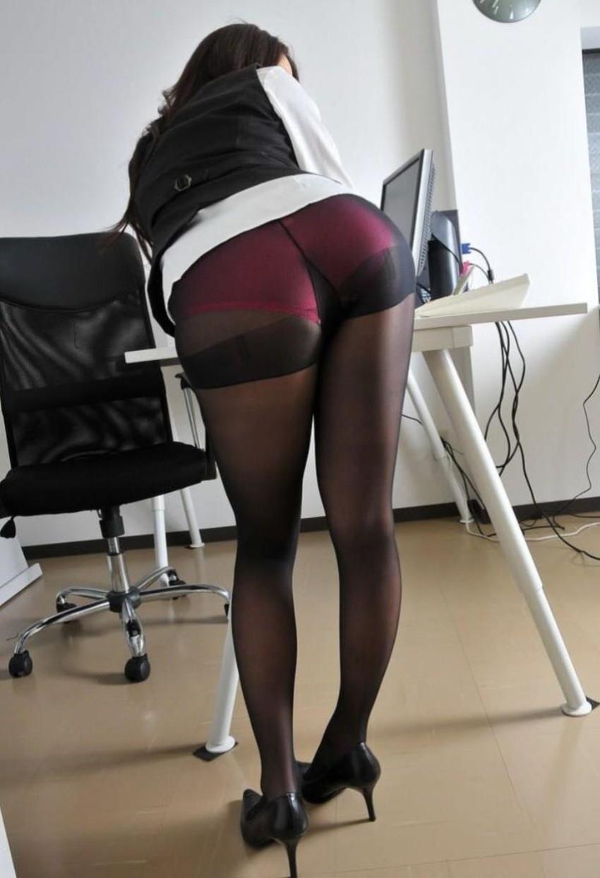【黒ストッキング】むっちり太ももや美脚がうっすら透ける黒ストッキングの女性と戯れたくなる黒ストッキングのエロ画像集!【80枚】 36