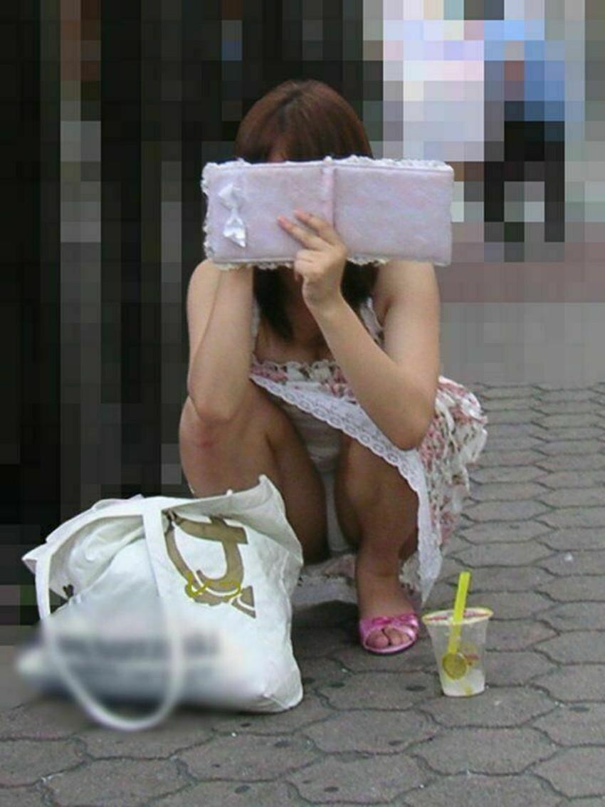 【素人パンチラエロ画像】素人JDやOL、若妻の無防備なパンチラに遭遇したい!知らない女子の無防備な下着をバッチリ盗撮した素人パンチラのエロ画像集!ww【80枚】 39