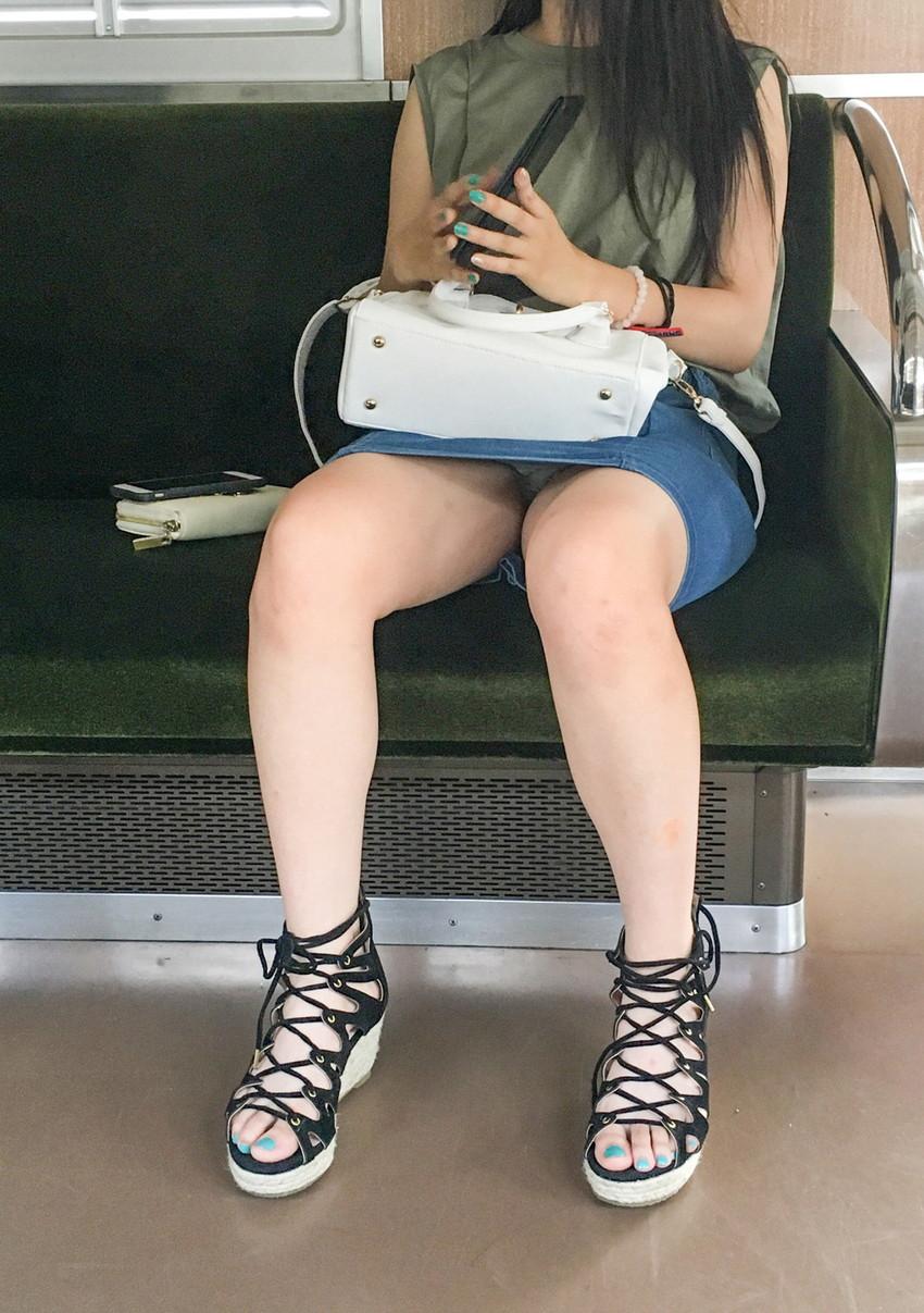 【素人パンチラエロ画像】素人JDやOL、若妻の無防備なパンチラに遭遇したい!知らない女子の無防備な下着をバッチリ盗撮した素人パンチラのエロ画像集!ww【80枚】 53