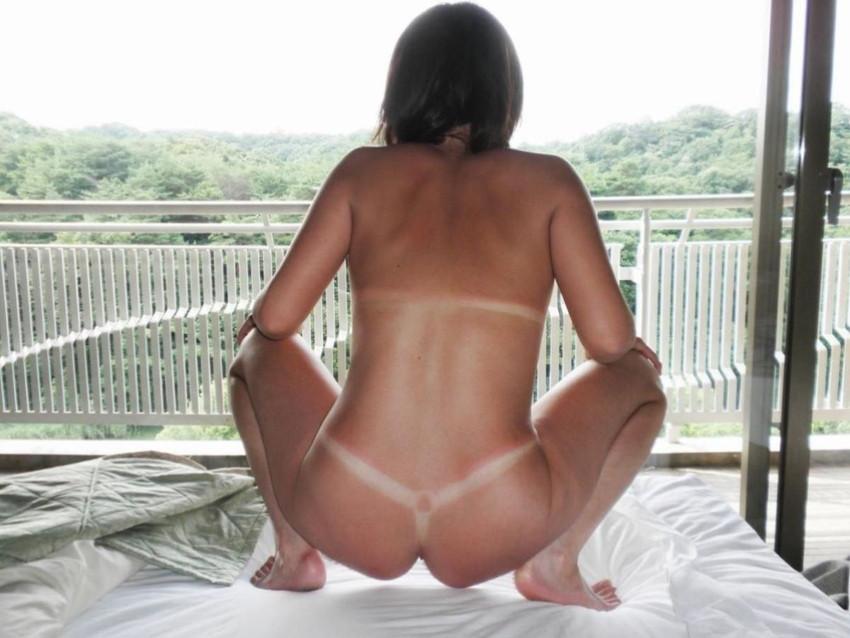 【日焼けギャルエロ画像】日焼けの跡を見ながらビッチな黒ギャルと乱交セックスしてる日焼けギャルのエロ画像集!【80枚】 62