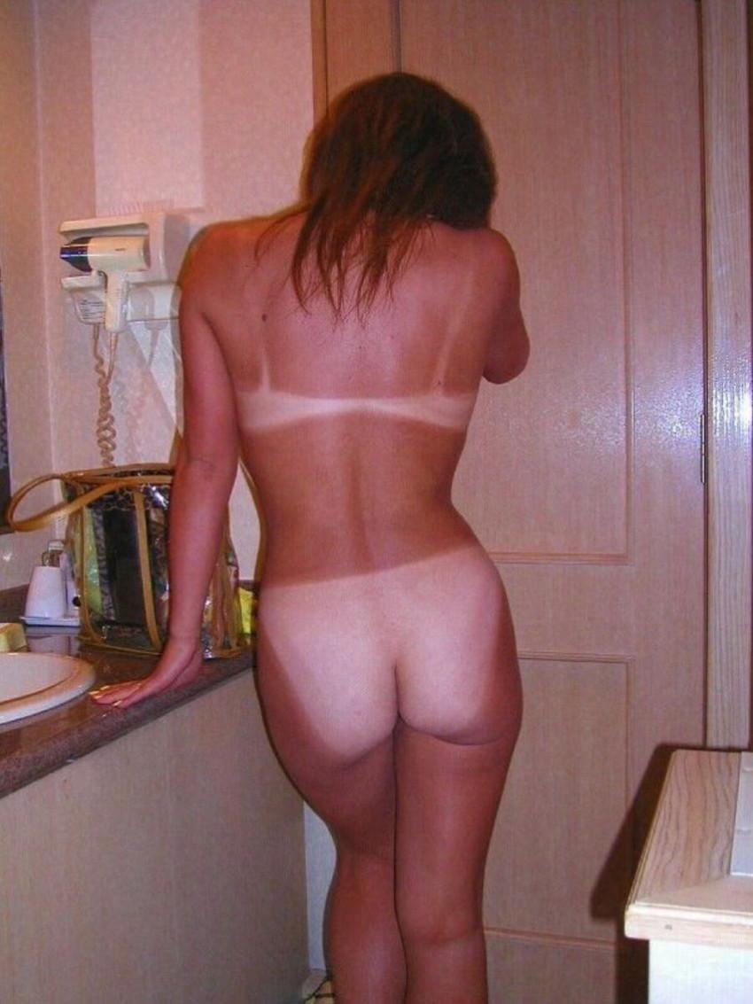 【日焼けギャルエロ画像】日焼けの跡を見ながらビッチな黒ギャルと乱交セックスしてる日焼けギャルのエロ画像集!【80枚】 73