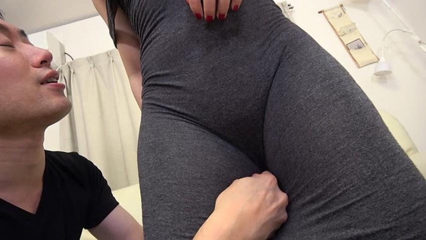 【ロングワンピエロ画像】ロングワンピを捲り上げて着衣セックスをしたり、ワンピ上から手マンやバイブ責めをしてお漏らし調教してるロングワンピのエロ画像集!【80枚】 05
