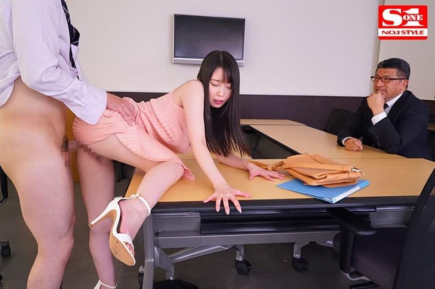 【ロングワンピエロ画像】ロングワンピを捲り上げて着衣セックスをしたり、ワンピ上から手マンやバイブ責めをしてお漏らし調教してるロングワンピのエロ画像集!【80枚】 14