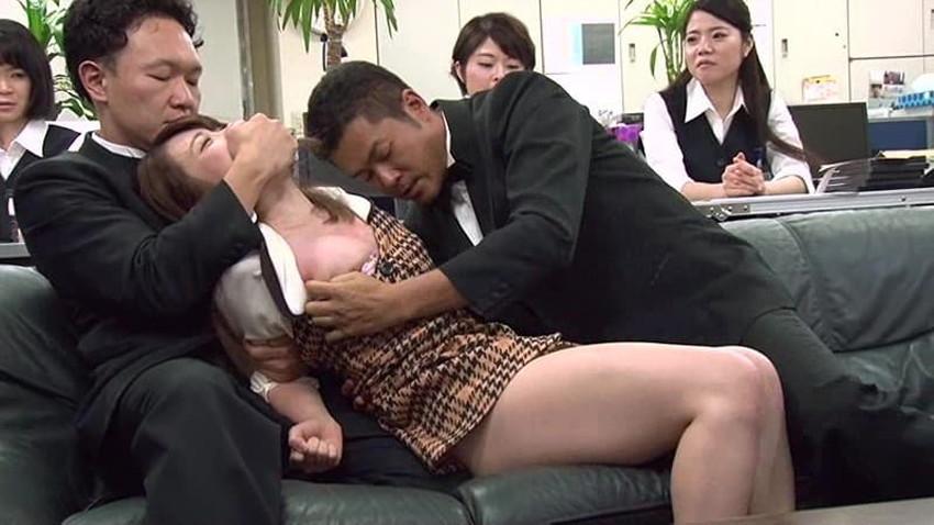 【銀行員制服エロ画像】綺麗な銀行員のお姉さんがパンチラや胸チラしてるともっと預金したくなる銀行員制服のエロ画像集!w【80枚】 33