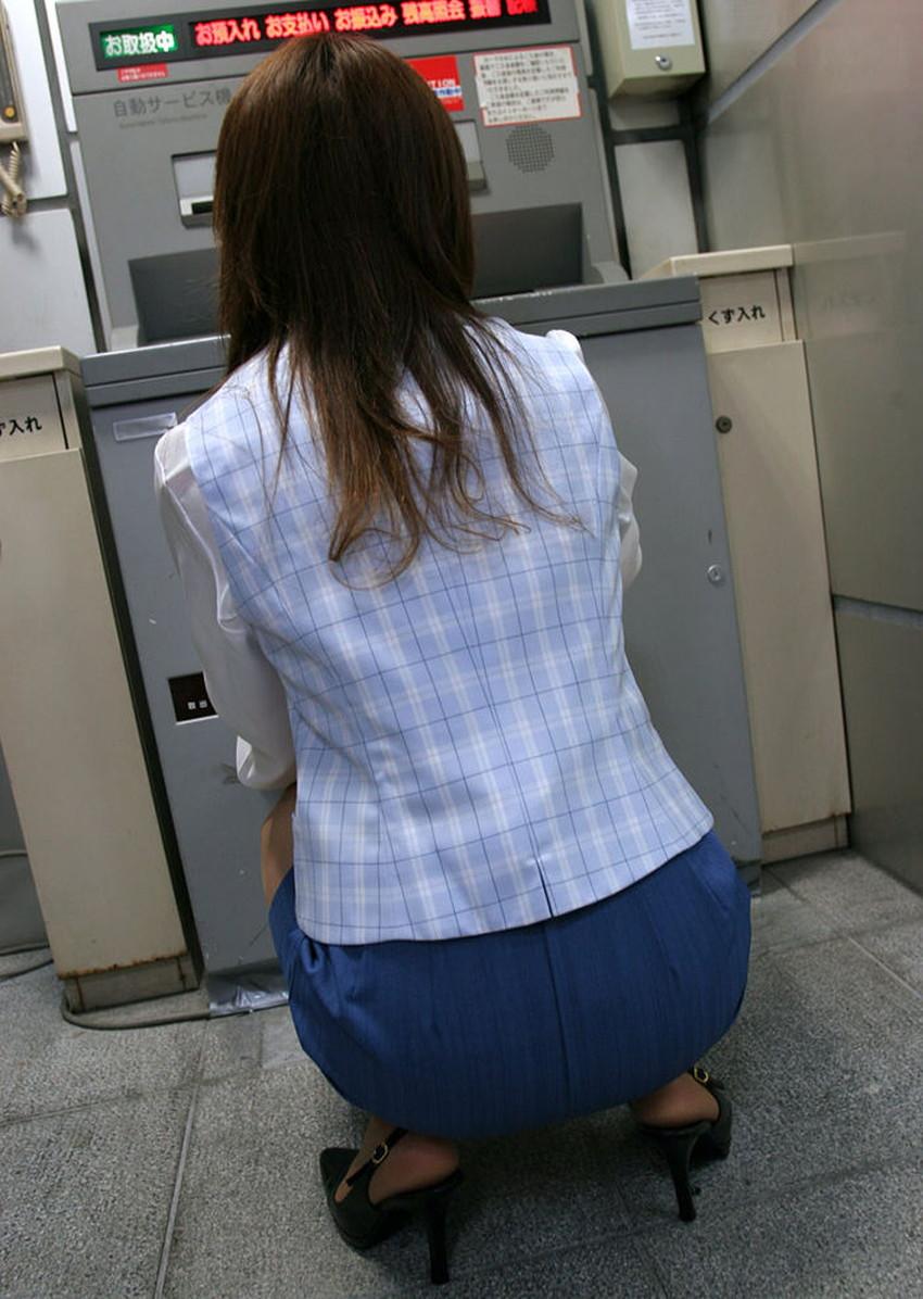 【銀行員制服エロ画像】綺麗な銀行員のお姉さんがパンチラや胸チラしてるともっと預金したくなる銀行員制服のエロ画像集!w【80枚】 56