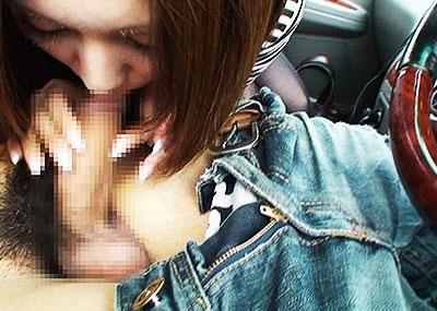 【ドライブフェラエロ画像】ドライブ中に駐停車してスリル満点のフェラをさせてるバカップル達のドライブフェラのエロ画像集!【80枚】