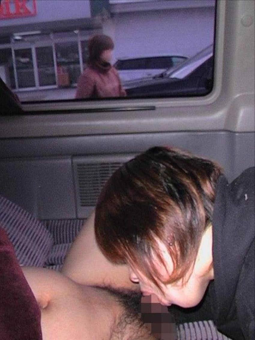 【ドライブフェラエロ画像】ドライブ中に駐停車してスリル満点のフェラをさせてるバカップル達のドライブフェラのエロ画像集!【80枚】 53