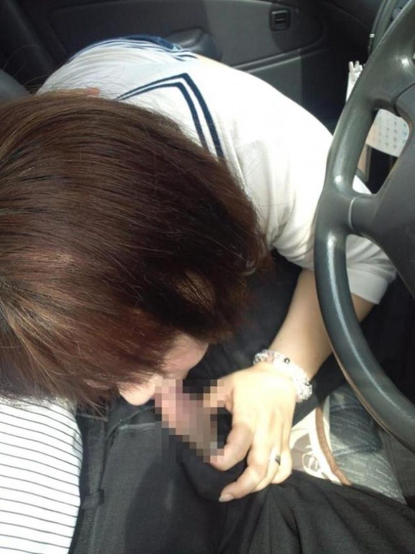 【ドライブフェラエロ画像】ドライブ中に駐停車してスリル満点のフェラをさせてるバカップル達のドライブフェラのエロ画像集!【80枚】 67