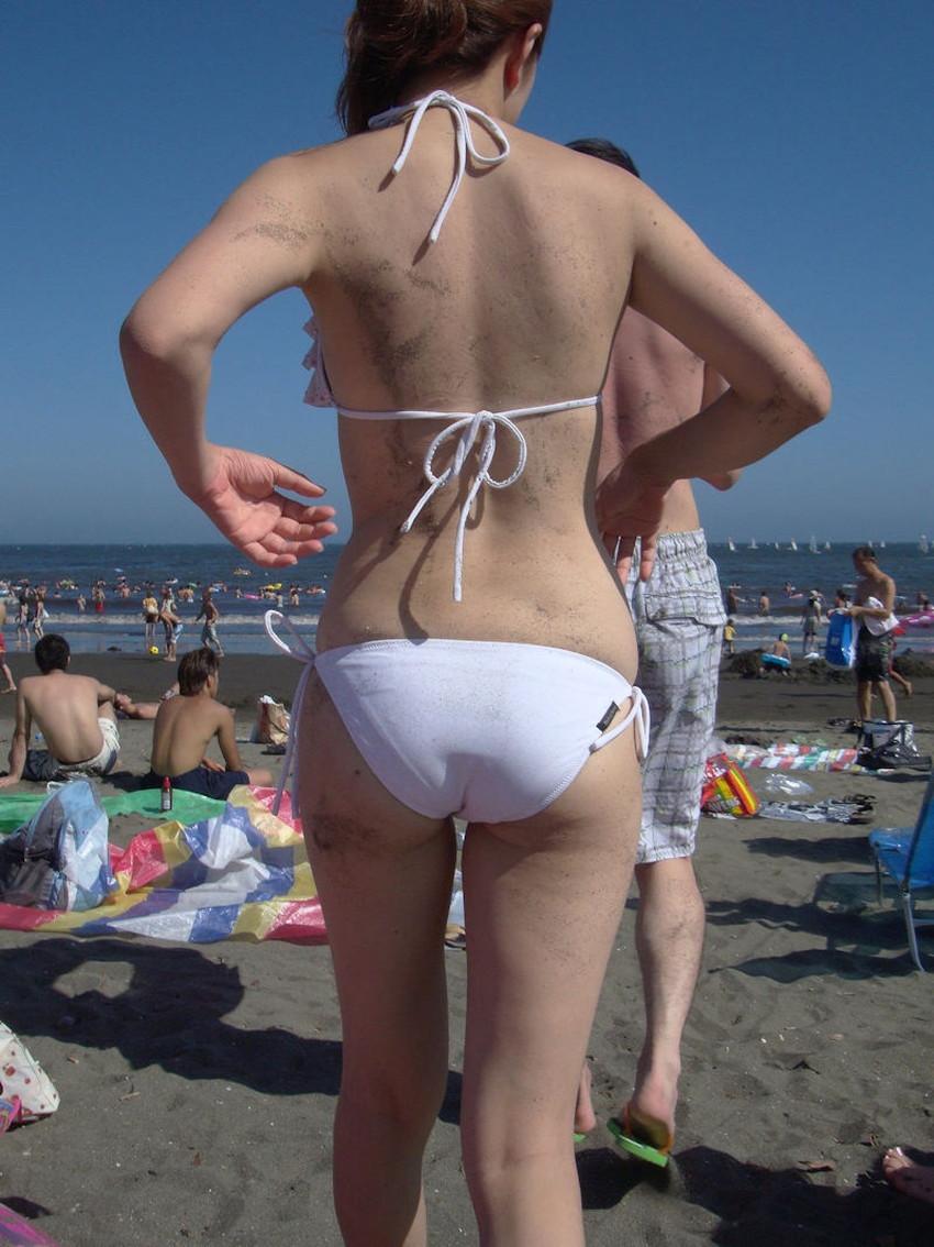 【砂まみれ水着エロ画像】ビーチで遊ぶビキニギャルたちの砂まみれの美尻やおっぱいの谷間が卑猥に見える砂まみれ水着のエロ画像集!ww【80枚】 45