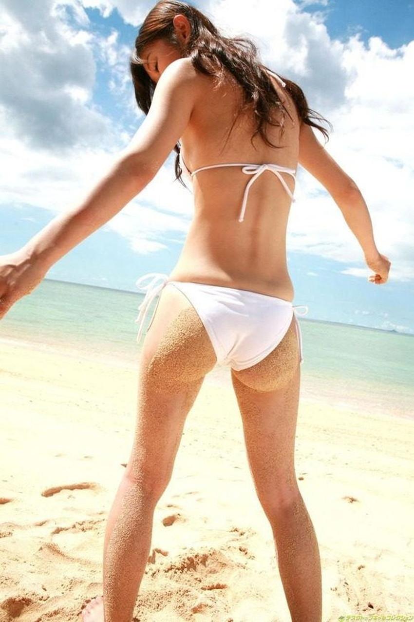 【砂まみれ水着エロ画像】ビーチで遊ぶビキニギャルたちの砂まみれの美尻やおっぱいの谷間が卑猥に見える砂まみれ水着のエロ画像集!ww【80枚】 54