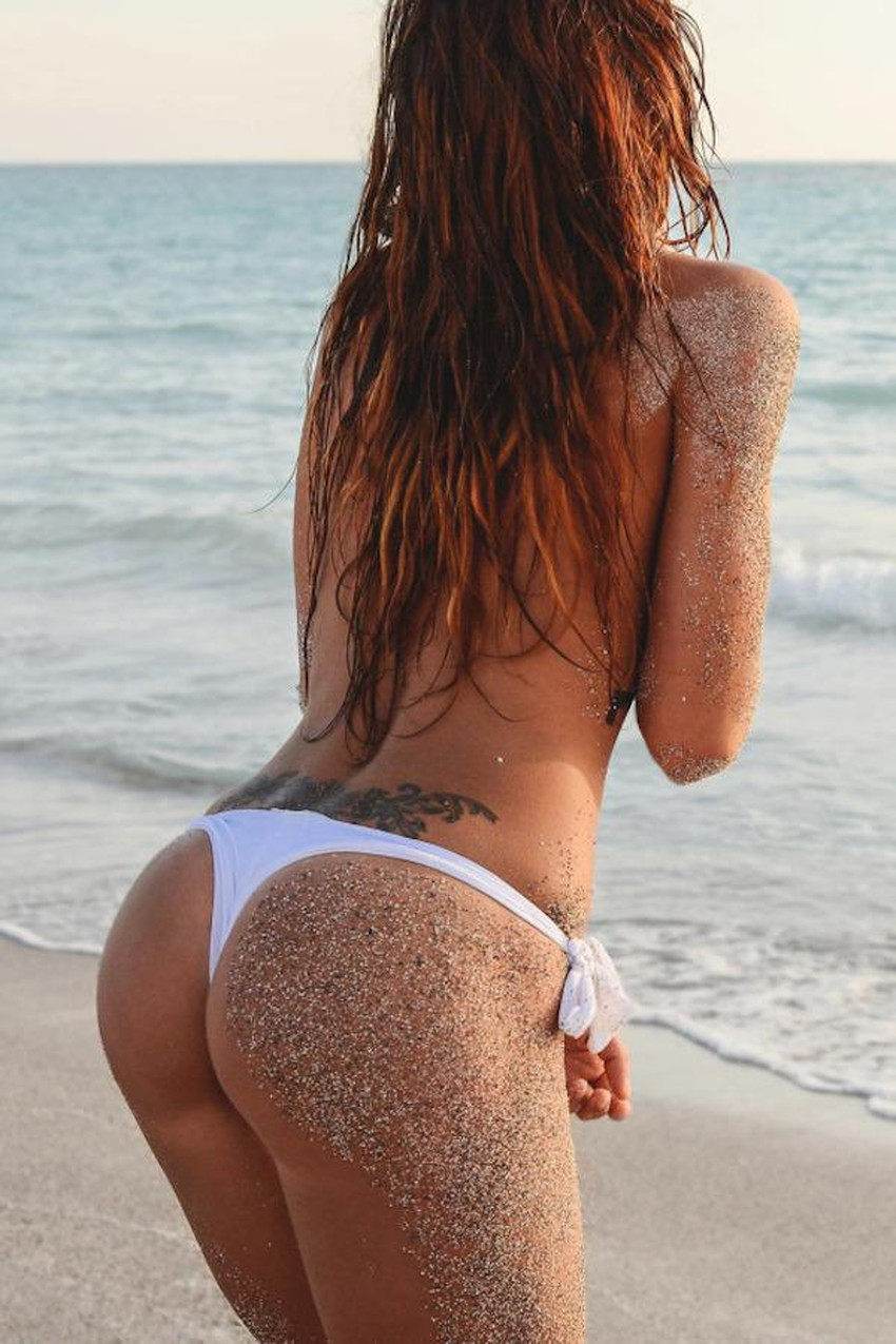 【砂まみれ水着エロ画像】ビーチで遊ぶビキニギャルたちの砂まみれの美尻やおっぱいの谷間が卑猥に見える砂まみれ水着のエロ画像集!ww【80枚】 68