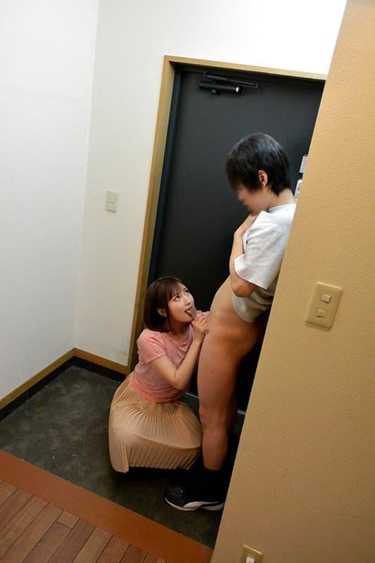 【玄関エロ画像】玄関で巨乳な人妻に不倫挿入したり他人棒をフェラさせちゃってる玄関エロ画像集!ww【80枚】 78