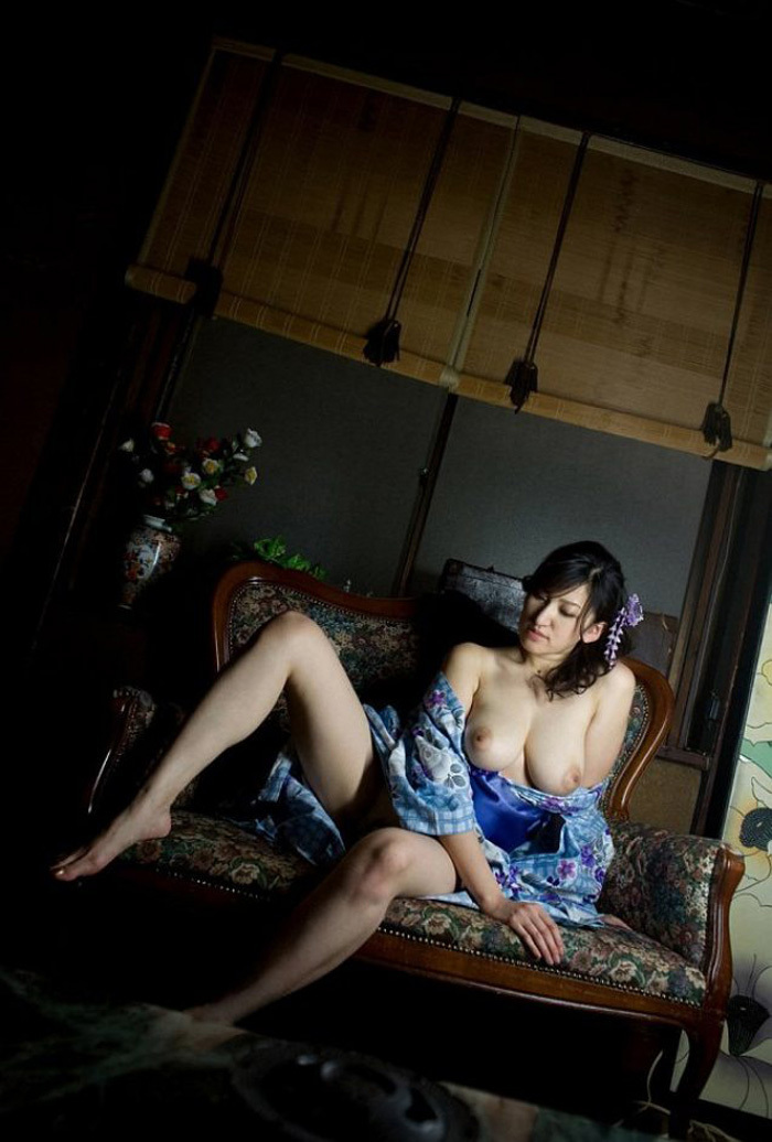 【浴衣エロ画像】風呂上がりの汗ばんだしっとりうなじや胸チラに興奮して脱がして寝取っちゃった浴衣美女のエロ画像集!ww【80枚】 09