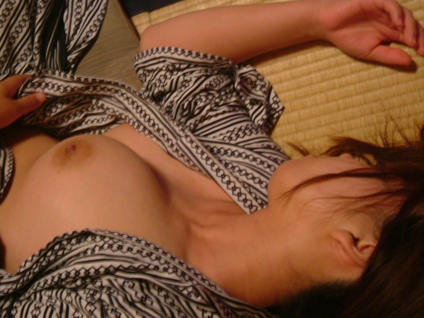 【浴衣エロ画像】風呂上がりの汗ばんだしっとりうなじや胸チラに興奮して脱がして寝取っちゃった浴衣美女のエロ画像集!ww【80枚】 44