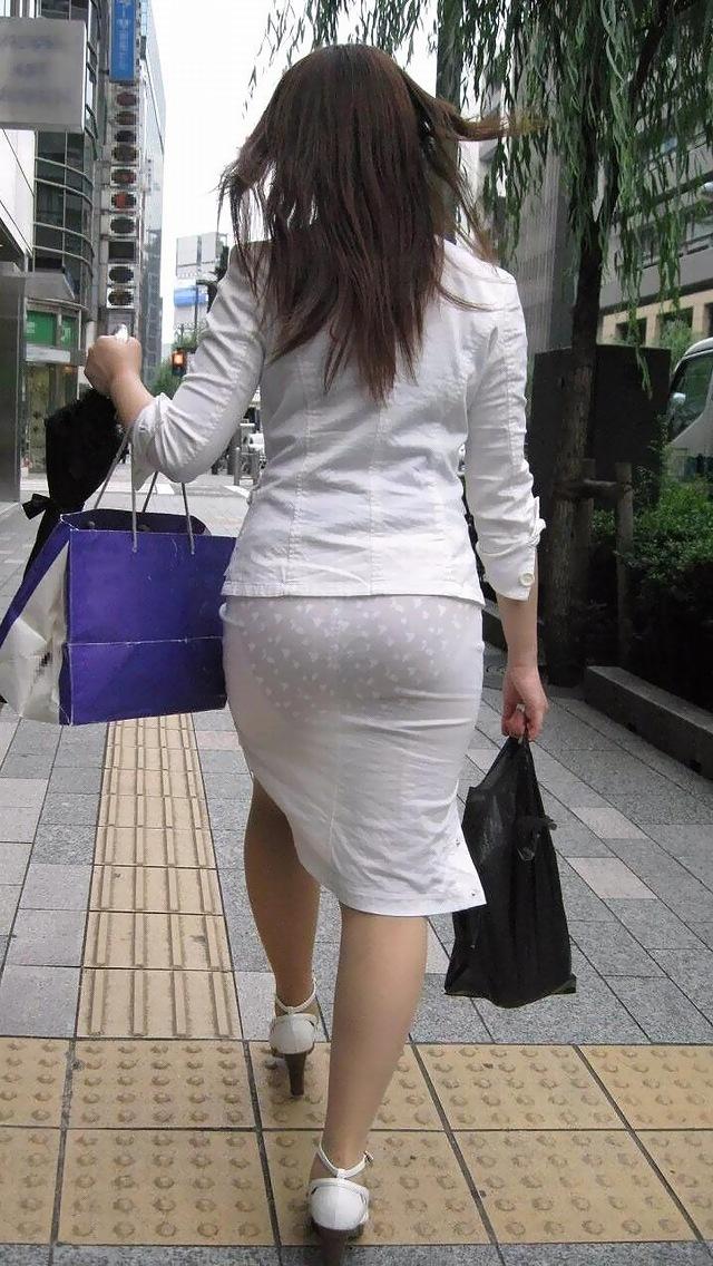 【タイトスカートエロ画像】OLや女教師、人妻たちのむっちりデカ尻を包み込み、パンティーラインが見え隠れするタイトスカートのエロ画像集!!【80枚】 13