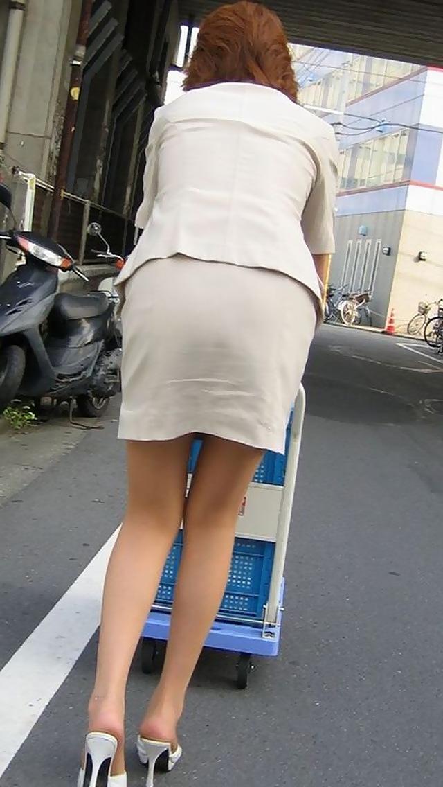 【タイトスカートエロ画像】OLや女教師、人妻たちのむっちりデカ尻を包み込み、パンティーラインが見え隠れするタイトスカートのエロ画像集!!【80枚】 45