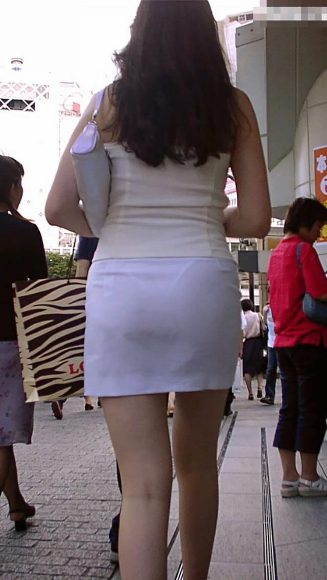 【タイトスカートエロ画像】OLや女教師、人妻たちのむっちりデカ尻を包み込み、パンティーラインが見え隠れするタイトスカートのエロ画像集!!【80枚】 57