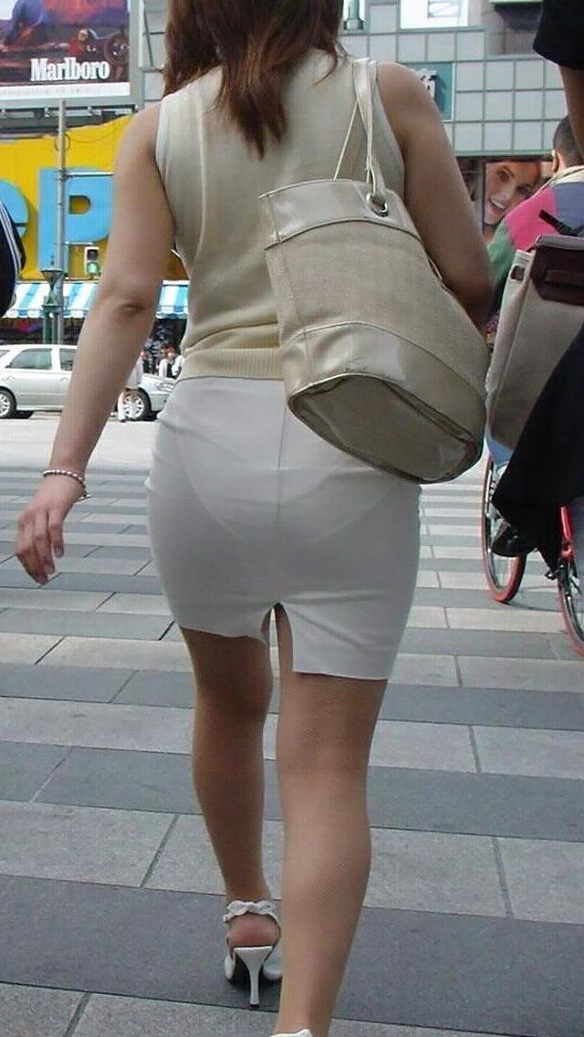【タイトスカートエロ画像】OLや女教師、人妻たちのむっちりデカ尻を包み込み、パンティーラインが見え隠れするタイトスカートのエロ画像集!!【80枚】 63