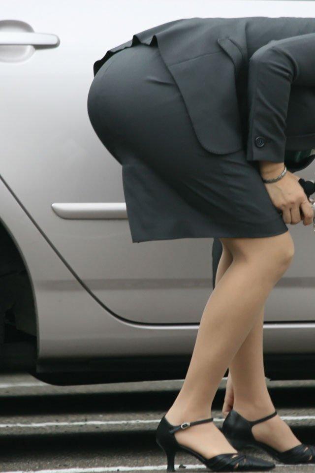 【タイトスカートエロ画像】OLや女教師、人妻たちのむっちりデカ尻を包み込み、パンティーラインが見え隠れするタイトスカートのエロ画像集!!【80枚】 76