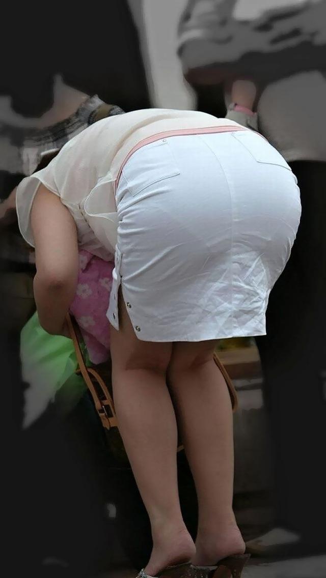 【タイトスカートエロ画像】OLや女教師、人妻たちのむっちりデカ尻を包み込み、パンティーラインが見え隠れするタイトスカートのエロ画像集!!【80枚】 79