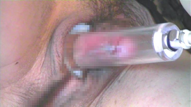 【クリ吸引エロ画像】調教されたい願望強めのドMなビッチのクリトリスを吸引して肥大化させたクリ吸引のエロ画像集!!【80枚】 78