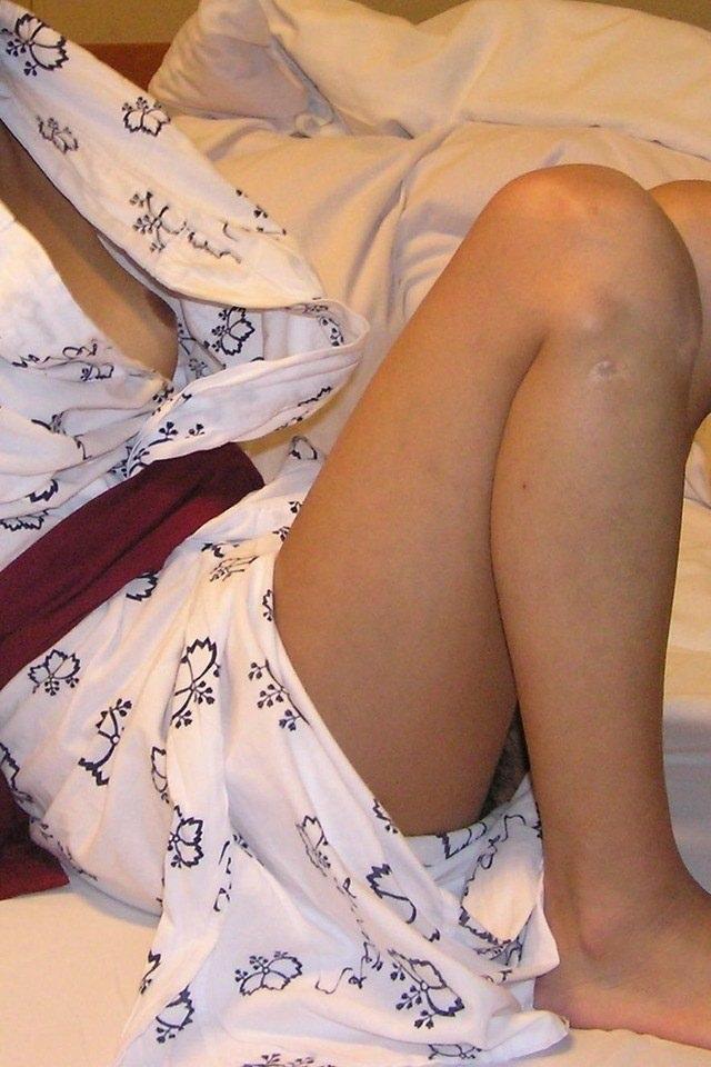 【不倫旅行エロ画像】あなた許して…!欲求不満気味の奥さんが不倫相手と温泉旅館で他人棒をフェラして浴衣を脱がされ一晩中寝取られてる不倫旅行のエロ画像集【80枚】 27