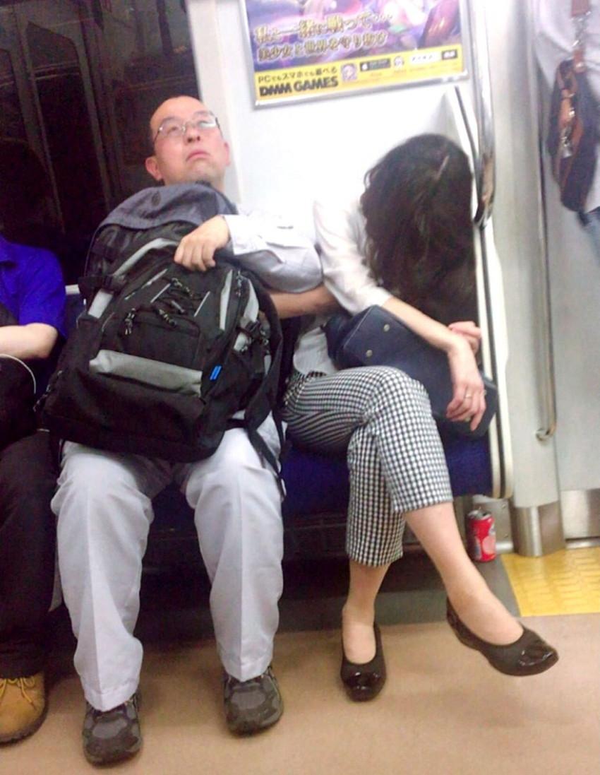 【電車エロ画像】満員電車内で何の罪もない美少女JKに痴漢したりOLにイラマチオしてレイプ挿入しちゃった電車のエロ画像集!ww【103枚】 23