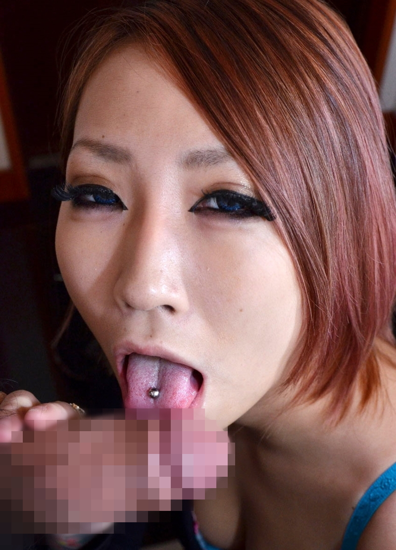 【舌ピアスエロ画像】舌ピアスをハメた見るからにビッチなギャルがカリ先舐めるねっとりフェラや乳首舐めしてくれてる舌ピアスのエロ画像集ww【80枚】 08