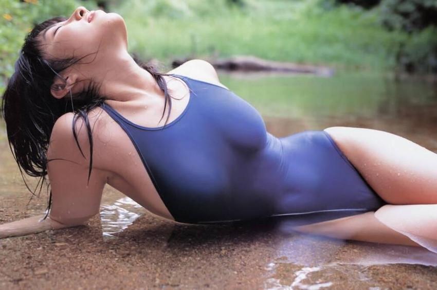 【ワンピース水着エロ画像】濡れてぴったりくっついたワンピース水着をゆっくり捲るプレイはビキニよりもエロい!ワンピース水着のエロ画像集ww【80枚】 59