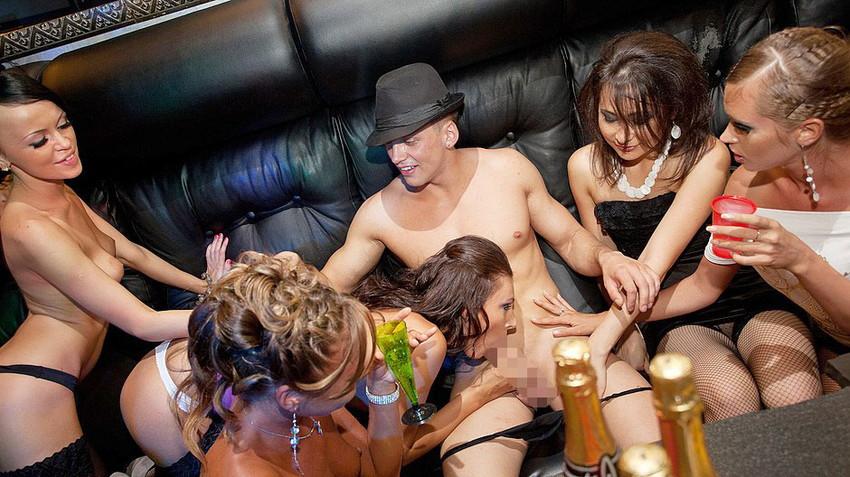 【乱交パーティーエロ画像】クラブや宅飲みで初対面の巨乳ギャル達を寝取ってヒャッハー状態で乱交する乱交パーティーエロ画像集ww【80枚】 45