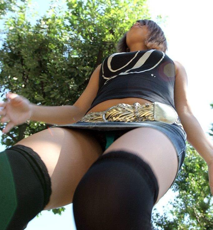 【ローアングルエロ画像】美女たちのパンチラや下乳、おまんこくぱぁを見上げて撮影したローアングルのエロ画像集ww【80枚】 29