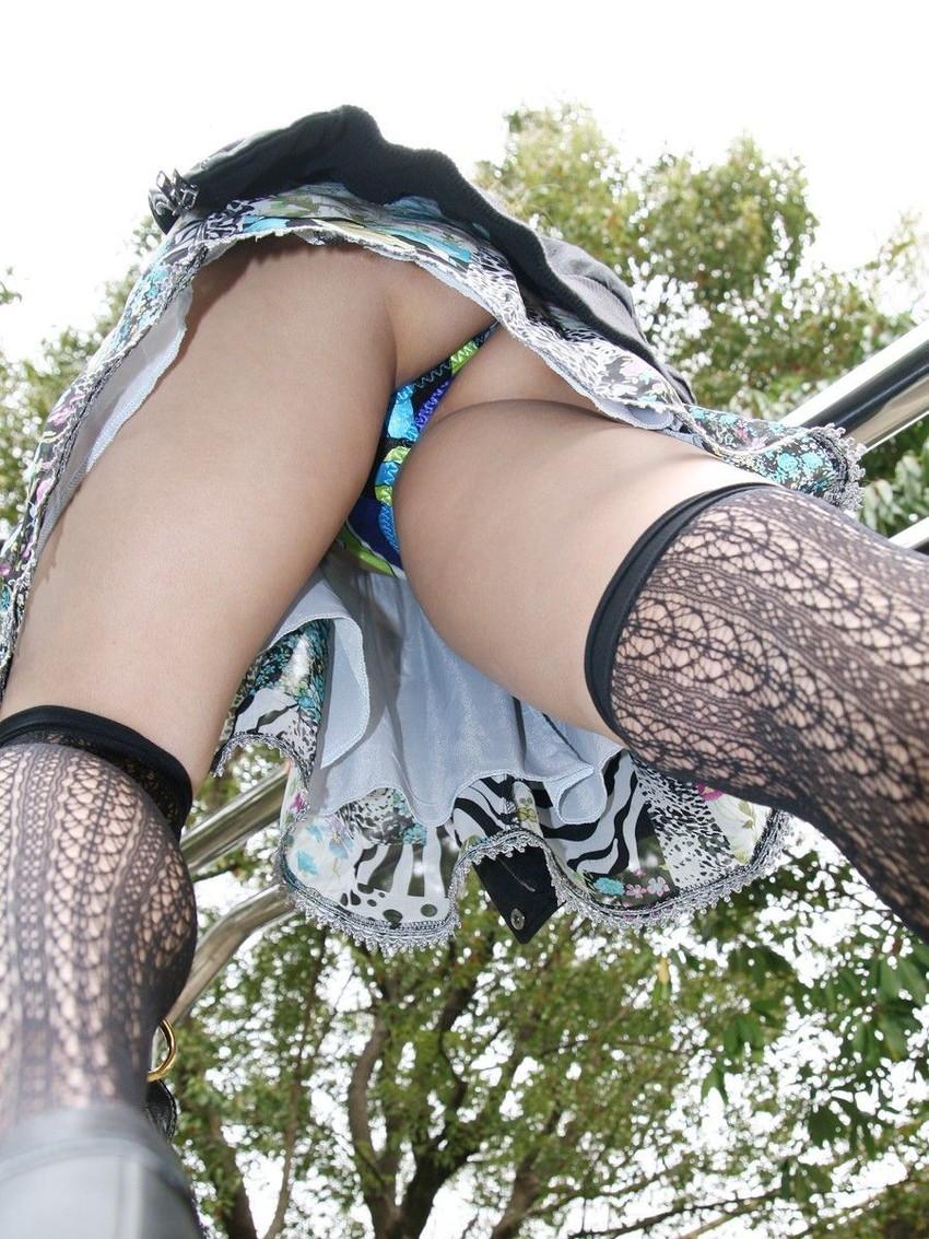 【ローアングルエロ画像】美女たちのパンチラや下乳、おまんこくぱぁを見上げて撮影したローアングルのエロ画像集ww【80枚】 45