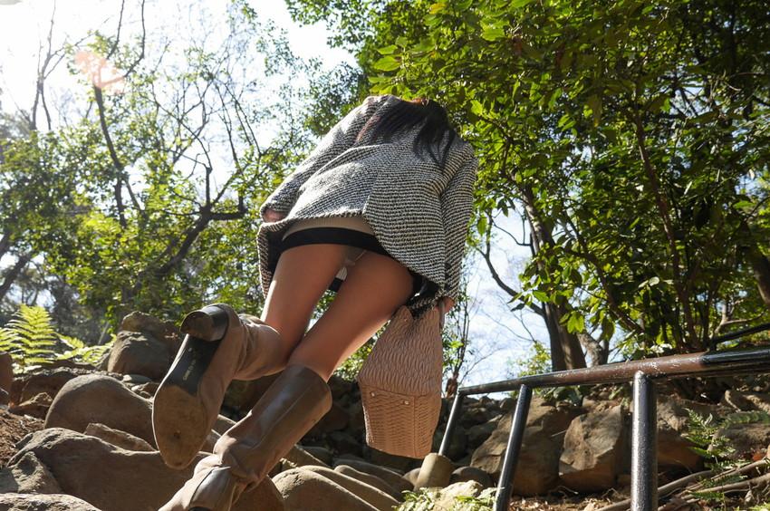 【ローアングルエロ画像】美女たちのパンチラや下乳、おまんこくぱぁを見上げて撮影したローアングルのエロ画像集ww【80枚】 57